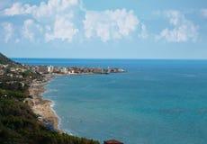 Gestalten Sie Acciaroli-Dorf, Cilento-Küste, Italien landschaftlich Stockfoto