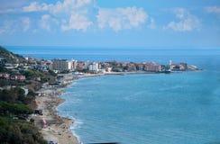Gestalten Sie Acciaroli-Dorf, Cilento-Küste, Italien landschaftlich Lizenzfreie Stockbilder