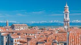 Gestalten Sie Ansicht über die roten Dächer von Venedig-timelapse, Italien landschaftlich, das vom Fundaco-dei Tedeschi gesehen w stock footage