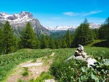 gestalten Sie Ansicht in die großartigen Winkel der Devero-Alpe in a landschaftlich Lizenzfreie Stockbilder