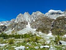 gestalten Sie Ansicht in die großartigen Winkel der Devero-Alpe in a landschaftlich Stockbild
