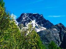 gestalten Sie Ansicht in die großartigen Winkel der Devero-Alpe in a landschaftlich Lizenzfreie Stockfotografie
