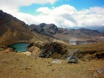 Gestalten Sie Ansicht von bunten Smaragdseen und von vulkanischer Landschaft, Nationalpark Tongariro, Neuseeland landschaftlich Lizenzfreie Stockfotografie