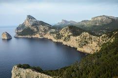 Gestalten Sie Ansicht von der Klippe Cap de Formentor landschaftlich Lizenzfreie Stockbilder