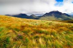 Gestalten Sie Ansicht von schottischen Hochländern in Inverpolly-Bereich landschaftlich Lizenzfreies Stockfoto