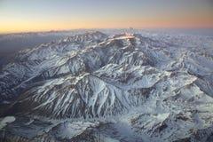 Gestalten Sie das Überfliegen der Anden und des Aconcagua-Berges landschaftlich Lizenzfreie Stockfotografie