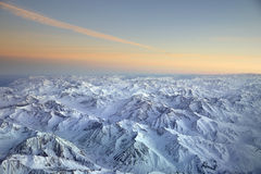 Gestalten Sie das Überfliegen der Anden und des Aconcagua-Berges landschaftlich Stockfotografie