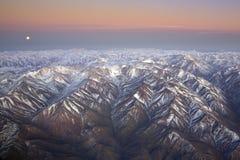 Gestalten Sie das Überfliegen der Anden und des Aconcagua-Berges landschaftlich Stockfoto