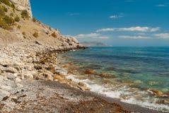 Gestalten Sie in der Bucht der Piraten nahe Erholungsort Noviy Svet auf einer Schwarzmeerküste, Krimhalbinsel landschaftlich Stockbild