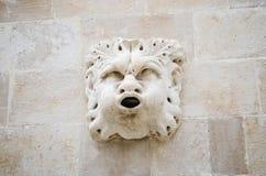 Gestalten Sie Details über schönen alten Palast auf der gehenden Hauptstraße in der alten Stadt von Dubrovnik Lizenzfreie Stockfotos