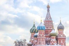 Gestalten Sie Fokus des Heiligen Basil Cathedral auf rotem Quadrat in Moskau landschaftlich Lizenzfreies Stockfoto