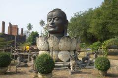 Gestalten Sie Kopf des Buddhas in der Lotosblume Wat in Authie, Thailand Stockfotos