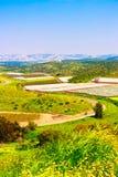 Gestalten Sie mit Ansichten von Wiesen, von Feldern, von Himmel und von landwirtschaftlichen Robotern landschaftlich Lizenzfreie Stockfotografie