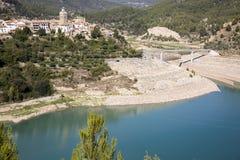 Gestalten Sie mit Blick auf Stadt Pueblas de Arenoso, Provinz von CastellÃ-³ n, Valencia, Spanien landschaftlich Lizenzfreie Stockfotografie