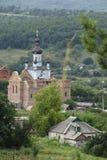 Gestalten Sie mit dem Bau des Tempels im Dorf landschaftlich Lizenzfreie Stockfotografie
