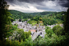 Gestalten Sie mit Draufsicht der kleinen europäischen Stadt landschaftlich Lizenzfreie Stockbilder