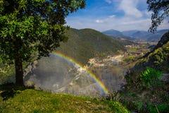Gestalten Sie mit Regenbogen an marmore ` s Wasserfall landschaftlich Lizenzfreies Stockbild