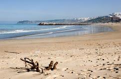 Gestalten Sie mit sandigem Strand von Tanger, Marokko, Afrika landschaftlich Stockfoto