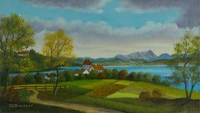 Gestalten Sie mit Wiesen und einem kleinen Dorf am See landschaftlich