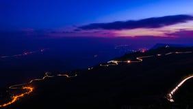 Gestalten Sie nachts in Phu Tupberg, Thailand landschaftlich Stockbild