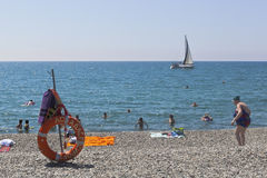 Gestalten Sie Strand ` Delphin ` im beliebten Erholungsort von Adler, Sochi landschaftlich Stockfoto