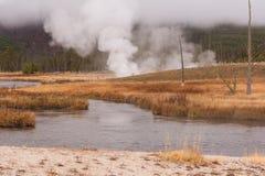 Gestalten Sie szenisches eines Geysirbeckens in Yellowstone Nationalpark landschaftlich Stockfoto