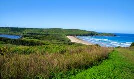 Gestalten Sie von der Höhe, Bauernhofstrand, Killalea, südliches Küsten-NSW landschaftlich Stockbild