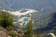 Gestalten Sie von der Spitze der Gebirgsdrahtseilbahn Aibga Rosa Khutor landschaftlich Lizenzfreies Stockbild