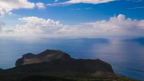 Gestalten Sie zum Capelinhos-Vulkankessel, Faial, Azoren, Portugal landschaftlich lizenzfreie stockfotos