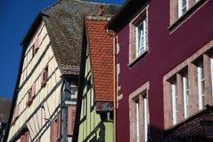 Gestaltete Häuser des Bauholzes in Elsass Lizenzfreie Stockfotos