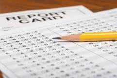Gestandaardiseerde test met potlood en schoolrapport royalty-vrije stock afbeelding