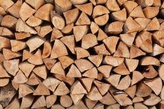 Gestapeld brandhout als achtergrond Verwarmend huis royalty-vrije stock afbeelding