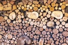 Gestapeld hout in verschillende afmetingen stock fotografie