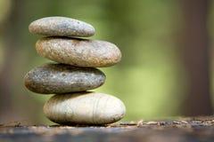 Gestapelde de stenen van Zen Stock Afbeeldingen