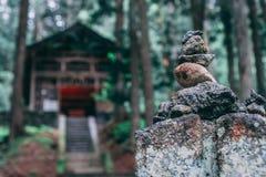 Gestapelde de tempelstenen van Japan stock foto's
