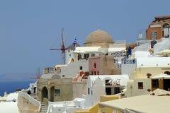 Gestapelde Gebouwen van Oia, Santorini, Griekenland royalty-vrije stock fotografie