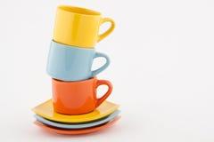 Gestapelde gekleurde koppen Stock Fotografie
