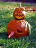 Gestapelde Halloween-pompoenen Stock Foto's