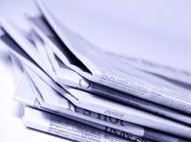 Gestapelde Kranten stock afbeelding