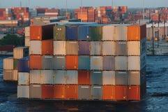 Gestapelde verschepende containers in haven in Florida Royalty-vrije Stock Foto's