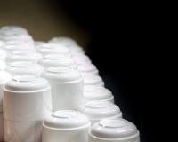 Gestapelde witte koffiekoppen Stock Foto's