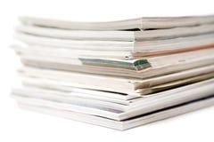 Gestapelte Zeitschriften Stockbilder