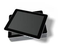 Gestapelter Tablette PC getrennt auf Weiß. Stockfoto