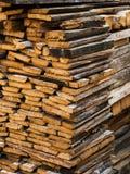 Gestapeltes Brennholz stockbilder