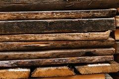 Gestapeltes Brennholz lizenzfreie stockbilder