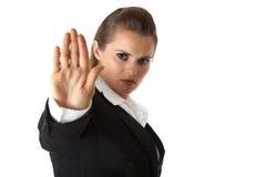 Geste d'arrêt d'apparence de femme d'affaires Photographie stock libre de droits