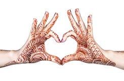Geste de coeur avec le henné Photographie stock
