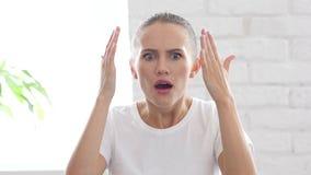 Geste des Ausfalls durch deprimierte junge Frau, Porträt Lizenzfreie Stockbilder
