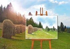 Gestell mit einem Zeichnungsbild auf Segeltuch auf einer Landschaft Lizenzfreies Stockbild