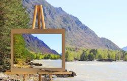 Gestell mit einer Malereiaquarellillustration von Altai-Bergen Stockfoto